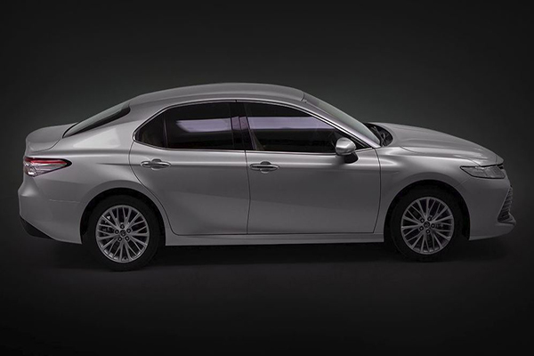 A shot of the side profile of the new Toyota Camry 2.5