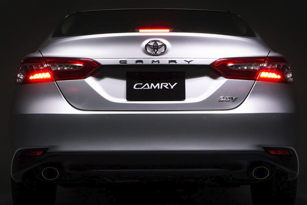 A picture of the rear of the Toyota Camry 2.5