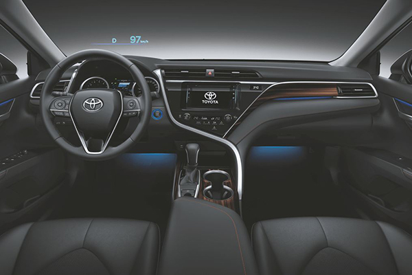 A picture of the 2019 Toyota Camry 2.5 V's dashboard, steering wheel and instrument panel