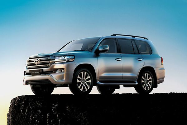 Toyota Land Cruiser 2019 front view