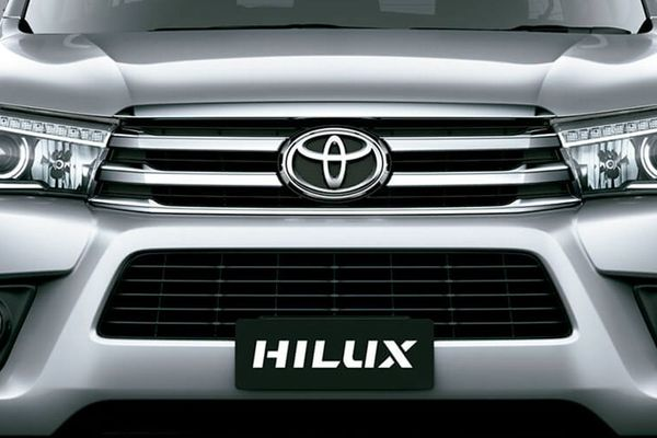 2019 Toyota Hilux grile