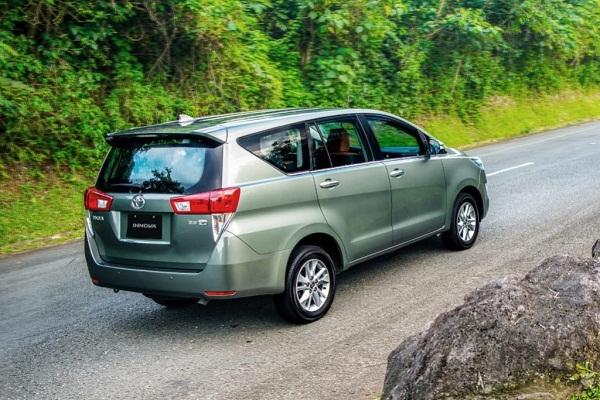 Toyota Innova exterior
