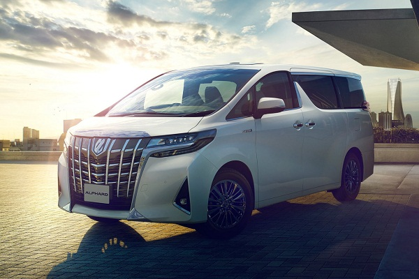 Toyota alphard 2019 on the road