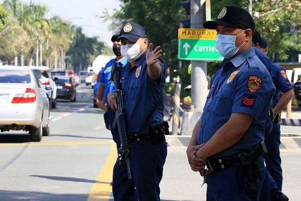 Polices control city's traffic