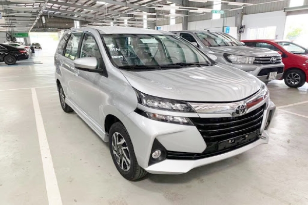 Toyota Avanza 2019 on the road