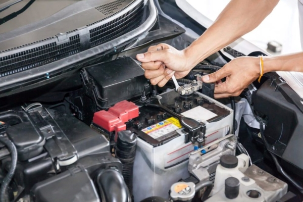 disconnect car battery when it being flooded