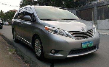 2013 Toyota Sienna XLE Automatic Sunroof