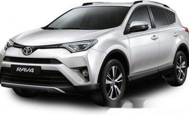 Selling White Toyota Rav4 2019 Automatic Gasoline