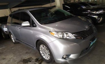 Selling Silver Toyota Sienna 2013 in Pasig