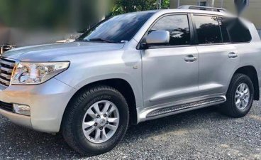 Selling Toyota Land Cruiser 2010 Automatic Diesel in Muntinlupa