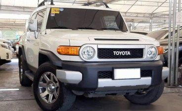 Sell White 2015 Toyota Fj Cruiser Automatic Gasoline at 58000 km in Makati