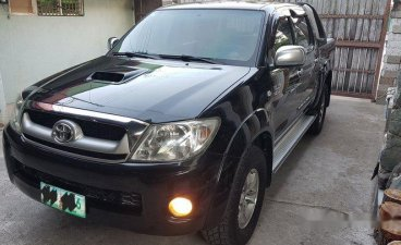Selling Black Toyota Hilux 2010 at 85000 km