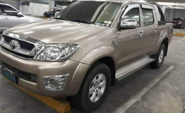 Selling Beige Toyota Hilux 2011 at 84000 km