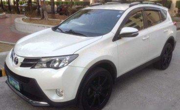 White Toyota Rav4 2013 at 65000 km for sale
