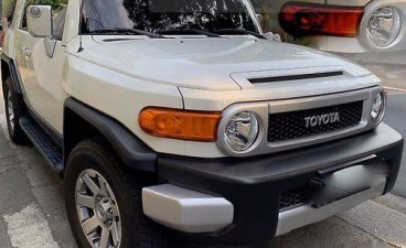 White Toyota Fj Cruiser 2015 at 5000 km for sale