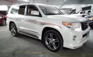 White Toyota Land Cruiser 2013 for sale in Quezon City