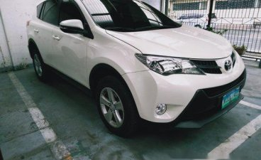 Sell White 2014 Toyota Rav4 in Makati
