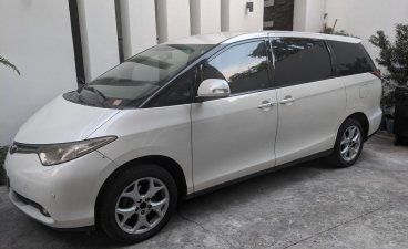 Sell Pearl White 2006 Toyota Previa in San Juan