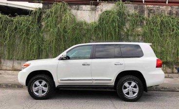 Selling White Toyota Land Cruiser 2013 in Pasig