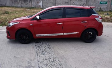 Red Toyota Yaris 2013 for sale in Manual