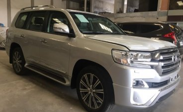 White Toyota Land Cruiser 2018 for sale in Manila