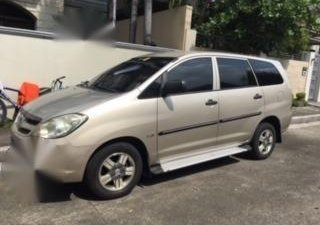 Selling Silver Toyota Innova 2008 in Quezon City