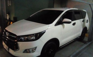 Selling White Toyota Innova 2018 in Bacoor