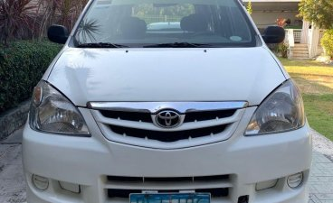 White Toyota Avanza 2010 for sale in Pasig
