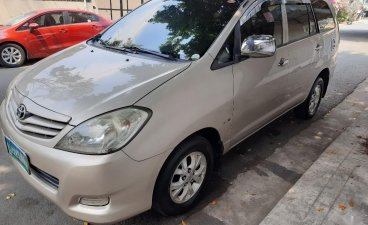Selling Silver Toyota Innova 2010 in Quezon City