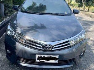 Selling Grey Toyota Corolla Altis 2017 at 37000 km