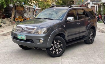Selling Grey Toyota Fortuner 2007 in Quezon City