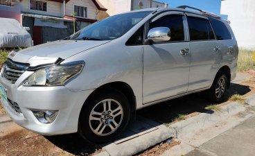 White Toyota Innova 2013 for sale in Manila