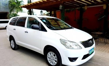 Selling White Toyota Innova 2013 SUV / MPV in Manila
