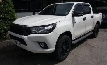 Selling White Toyota Hilux 2016 Pickup Truck in Manila