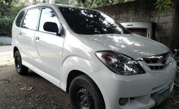 Sell White 2009 Toyota Avanza in Apalit