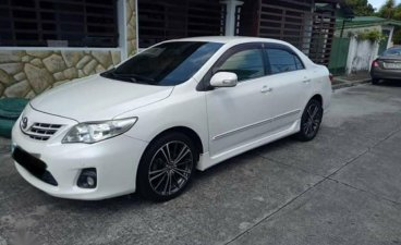 Sell Pearl White 2012 Toyota Corolla Altis in San Pedro