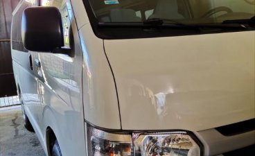 Selling White Toyota Hiace 2015 in Las Pinas