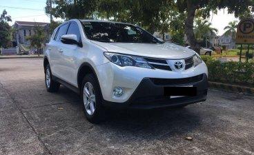Pearl White Toyota Rav4 2014 for sale in Santa Rosa