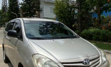 White Toyota Innova 2009 for sale in Cavite