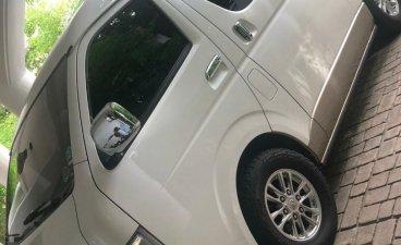 Selling White Toyota Grandia in Quezon City