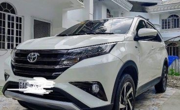 Selling White Toyota Rush in Lapu-Lapu