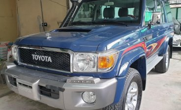 Sell Blue Toyota Land Cruiser in Quezon City