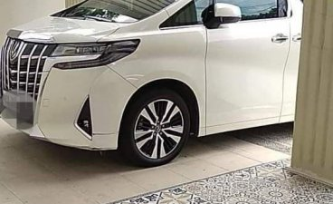 White Toyota Alphard for sale in Manila