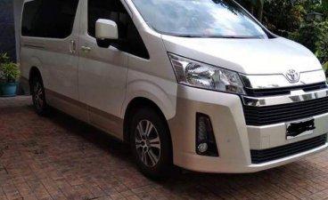 Selling White Toyota Hiace in Muntinlupa