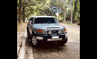 Selling White Toyota Fj Cruiser 2014 in Muntinlupa