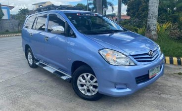 Selling Blue Toyota Innova 2012 SUV at 70000 km in Manila