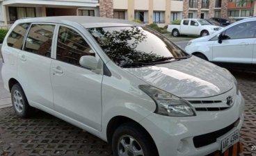 Selling White Toyota Avanza in Cebu City