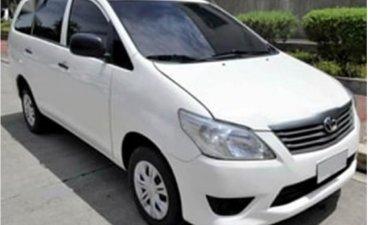 White Toyota Innova for sale in Mandaluyong