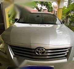 Silver Toyota Innova for sale in Las Pinas