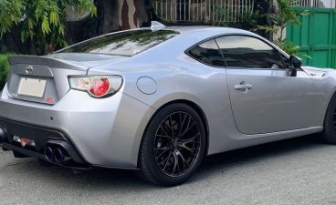 Sell Pearl White Toyota 86 in Quezon City
